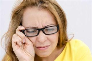 How does myopia cause glaucoma